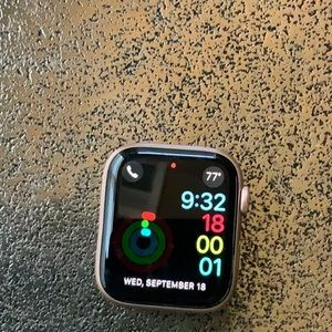 Apple Watch 4 (rose gold)